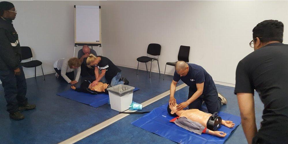 Reanimatie met AED tijdens de veiligheidsweek een topdag